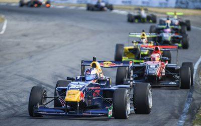 KTF-talent Richard Verschoor op podium en klassementsleider bij debuut in Toyota Racing Series