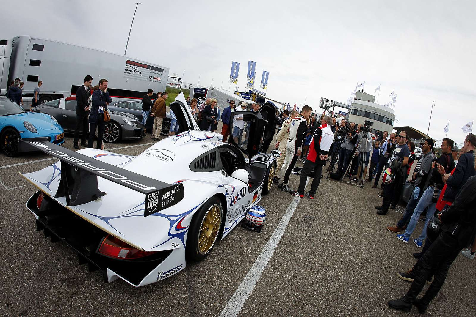 special-demonstrations-included-1998-911-GT1