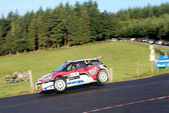 bob-de-jong-bob-de-jong-en-bjorn-degandt-in-vliegende-vaart-met-hun-ds3-in-de-east-belgian-rally-160924