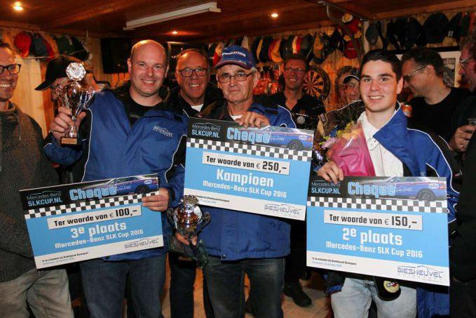 mercedes-benz-slk-cup-v-l-n-r-erwin-klippel-3e-initiator-nico-biesheuvel-kampioen-theo-van-den-berg-en-niels-nipperus-2e-vieren-het-kampioenschap-van-de-mercedes-benz-slk-cup-161016