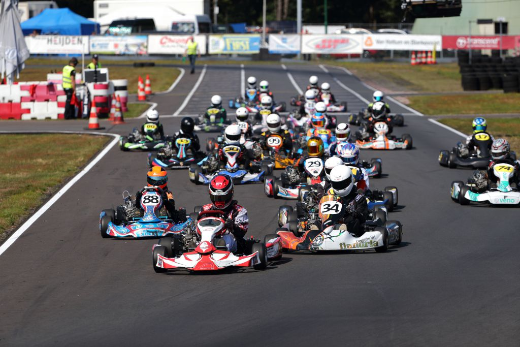Start 84 Autosportmagazine 10 Jarig Karttalent Uit Amsterdam Wint 5e Raceronde Nk Karten 4 Takt