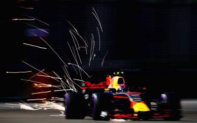 """Max Verstappen valt uit na startcrash in Singapore: """"Het is niet mijn jaar"""""""