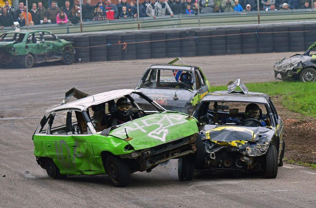Autocross-spektakel als afsluiting van autosportseizoen in Ter Apel