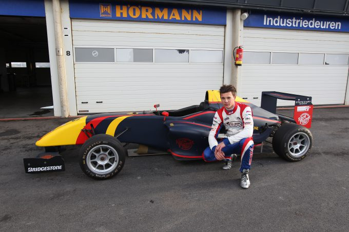 Van Berlo Vloeren : Kay van berlo direct snel tijdens test formule rp1 start
