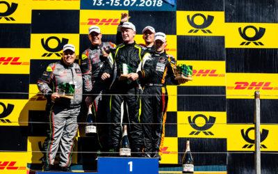 Volop champagne voor Stan van Oord tijdens DTM op Zandvoort