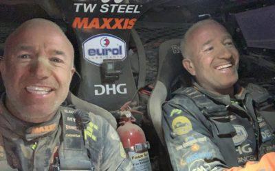 Tim en Tom Coronel staan urenlang vast in etappe 4