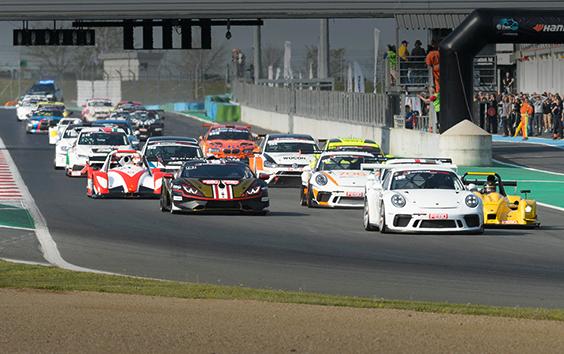 Coureurs Supercar Challenge genieten van spannende races op Circuit Magny-Cours