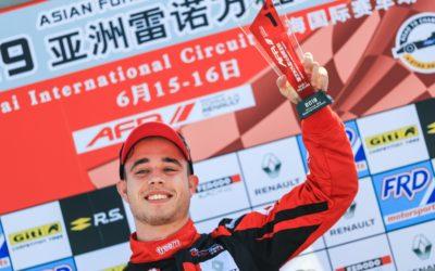 Joey Alders toont talent in China met winst en P2 in Asian Formule Renault 2L