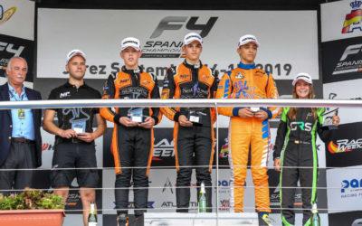 Tijmen van der Helm gaat na zomerstop door met podiumplaatsen pakken in Formule 4