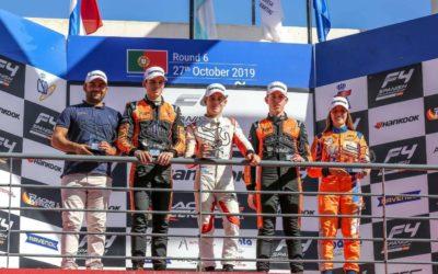 Tijmen van der Helm snelt weer naar het podium in Spaans F4-kampioenschap