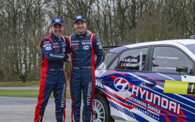 Nederlands kampioen Bob de Jong aan de start in Vechtdal Rally