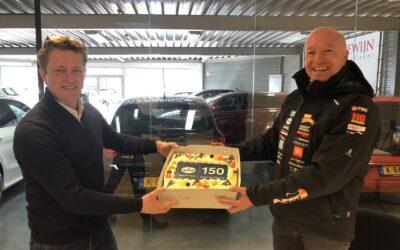 Tim Coronel brengt verrassend bezoek aan 150e Eurol Service Point