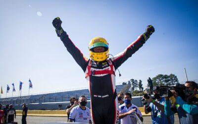 Tom Coronel bekroont reis naar Brazilië met winst in één-uursrace